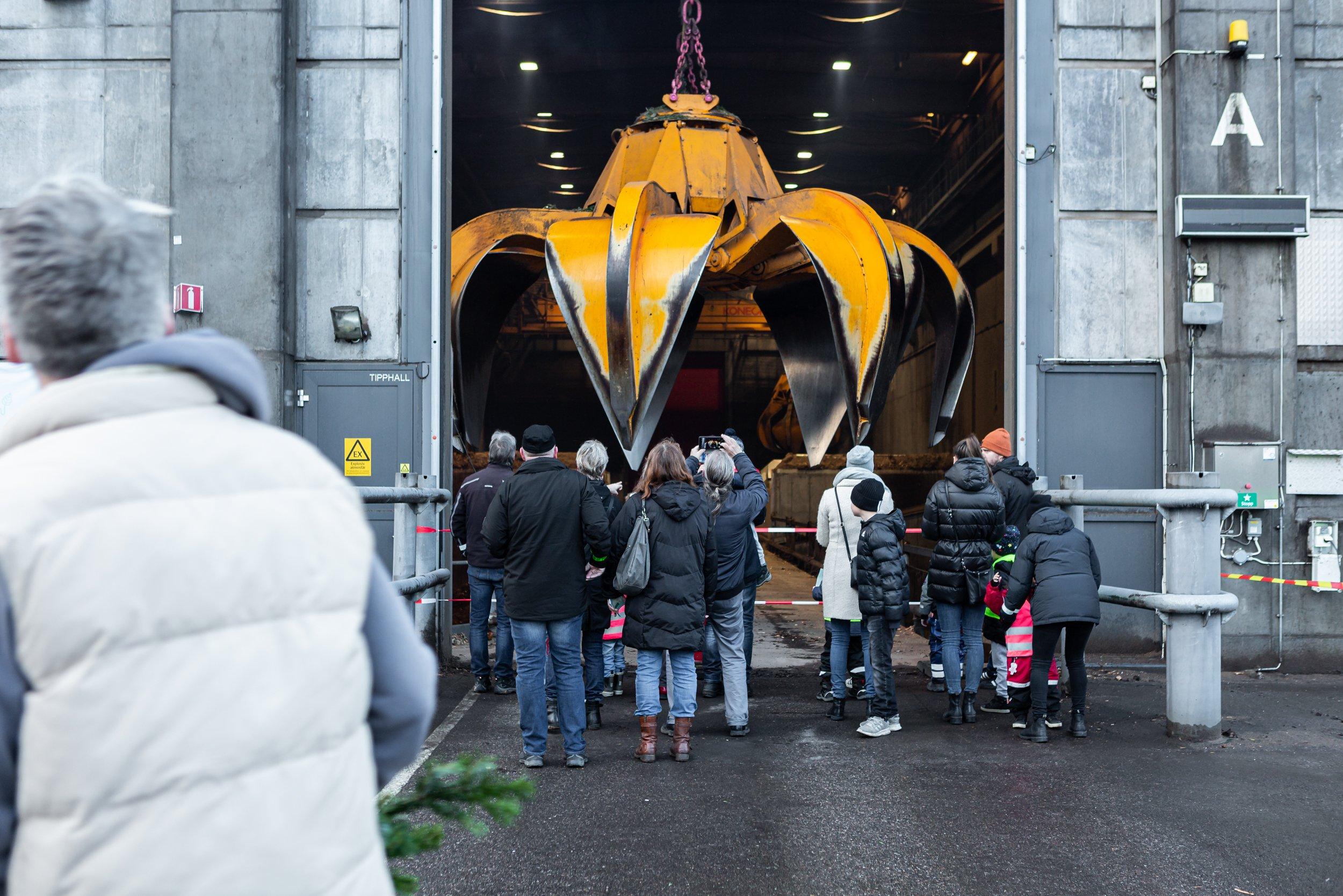Julgransplundring_2020_Molndal_Energi_Klo och besokare_fotoSkvaderMedia